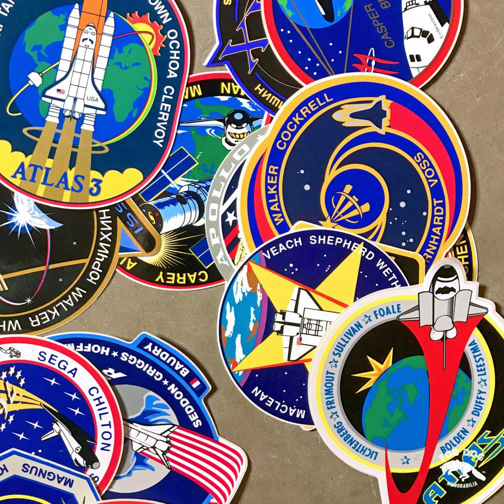 Oficiální dobové samolepky NASA k vesmírným misím (10 ks)