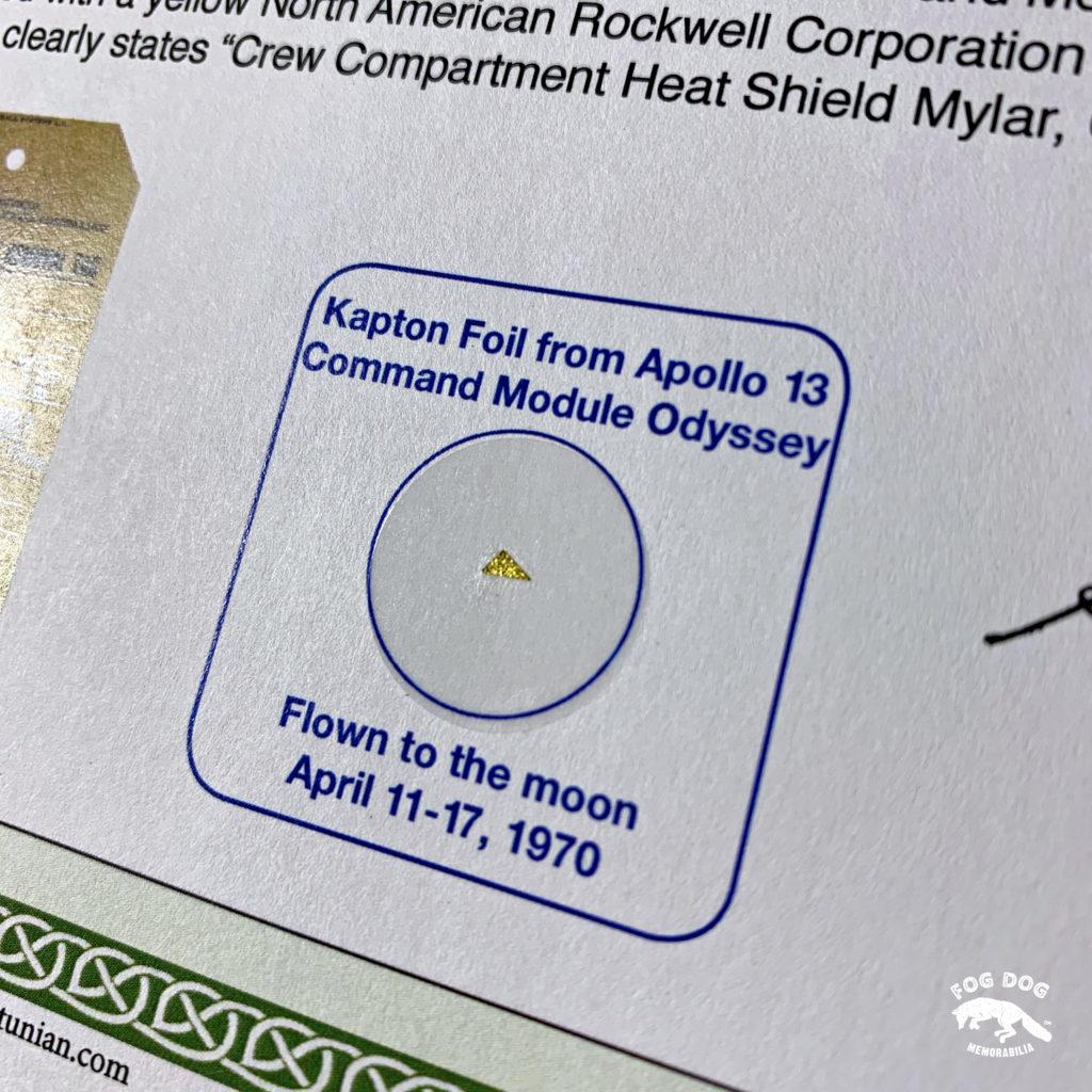 Kousek kaptonové folie z velitelského modulu Apolla 13