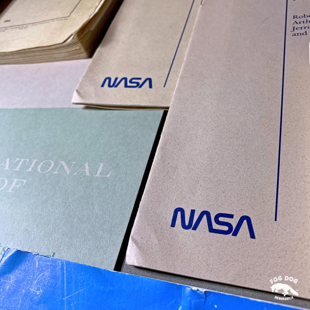 Soukromá kolekce NASA manuálů a leteckých materiálů z 80 let. Část 2.