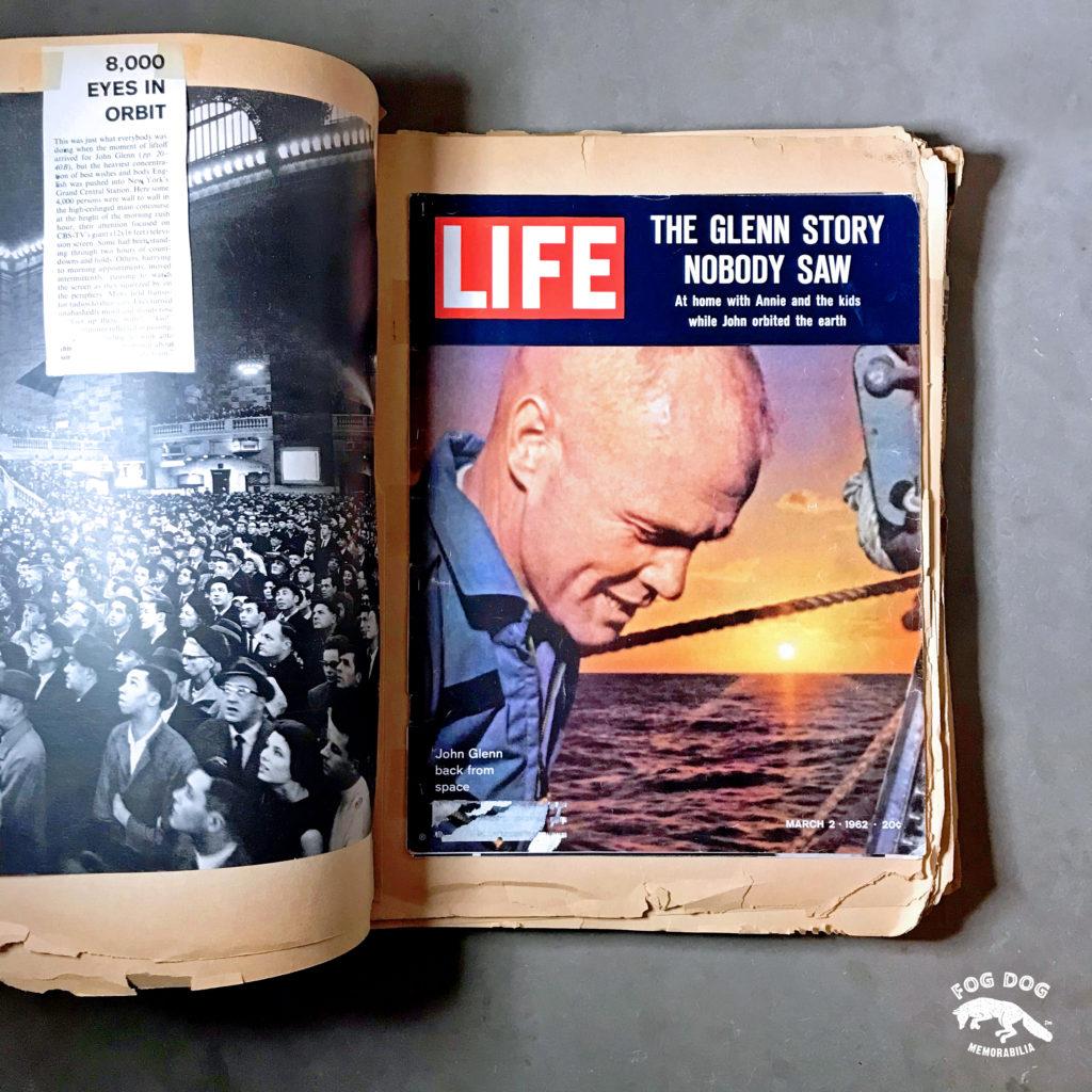 """""""Album novinových výstřižků o vesmírném programu NASA """""""